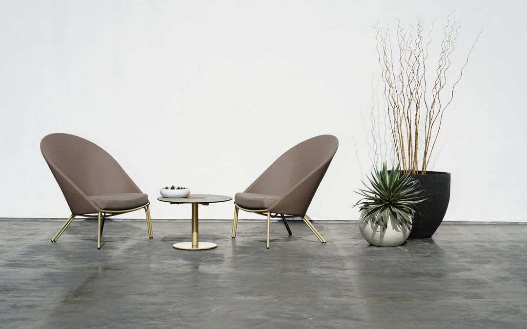 ZUPY HIGHBACK CHAIR & STIZZY LOW TABLE