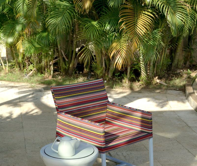 STRIPE CASUAL CHAIR & STIZZY SIDE TABLE