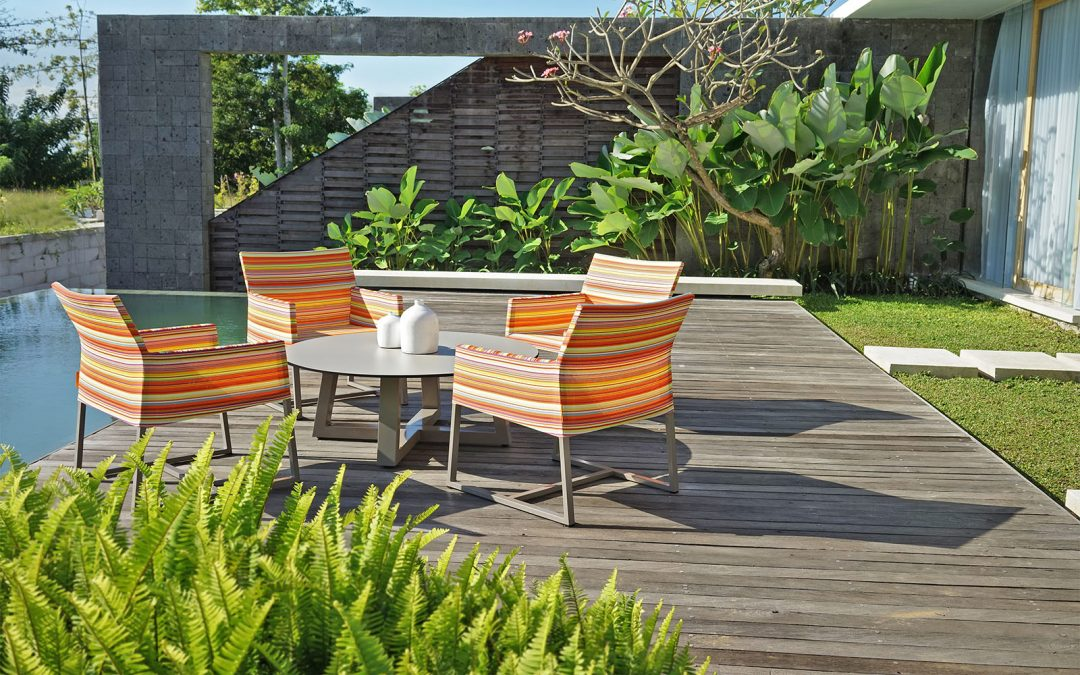 STRIPE CASUAL CHAIR & MONO LOW TABLE